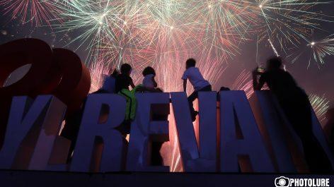 Concierto y festejos en la noche del del 100º Aniversario en la Plaza de la República.(VIDEO)