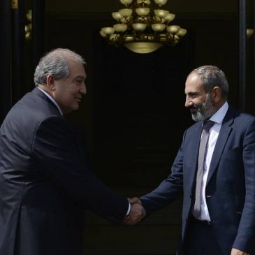 Como Primer Ministro Nikol Pashinyan se reunió con el presidente Armen Sarkissian.