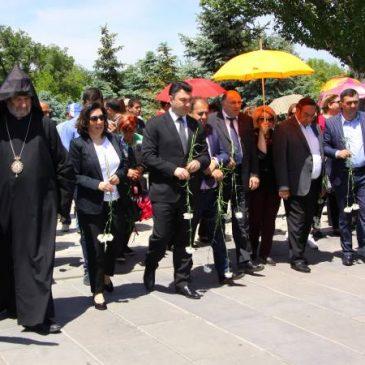 Los representantes de las minorías de Armenia rinden homenaje a la memoria de las víctimas del Genocidio Póntico.