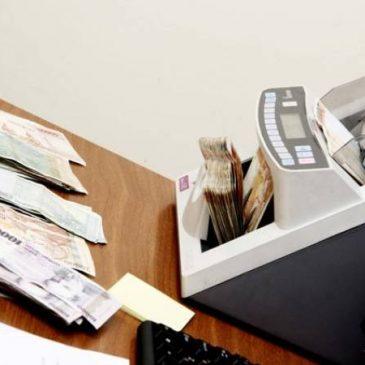 El salario promedio mensual más alto se encuentra enlas provincia de Syunik y el más bajo en Shirak.