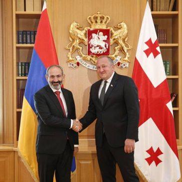 «Feliz de conocer al primer ministro democrático de Armenia» – El presidente georgianoa Pashinyan en Tbilisi