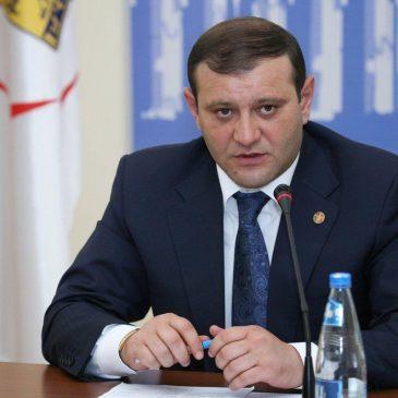 Las manifestaciones también piden la renuncia del alcalde de Yerevan, miembro del Partido Republicano.
