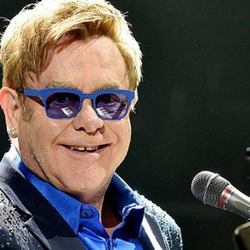 Elton John está en Armenia.