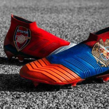 Nuevo botines de Mkhitaryan conlos colores de la bandera Armenia yel escudo.