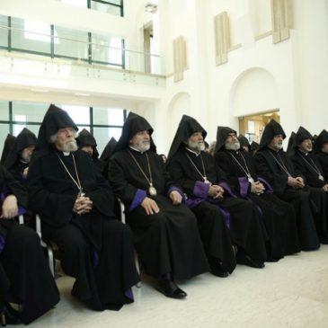 """Etchmiadzin: El Consejo de Obispos condena la demanda de renuncia del Catholicos Garegin II como """"Ultimátum inaceptable"""""""