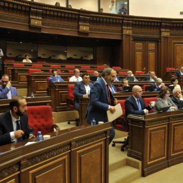 El parlamento aprobó el programa de gobierno.