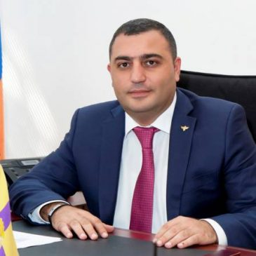 Golpes a las mafias Armenias: Renuncia el alcalde de Etchmaidzin. Hijo del diputado arrestado por corrupción.