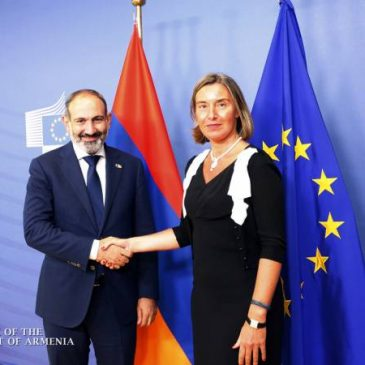 La solución pacífica del conflicto de NK sigue siendo una prioridad para la Unión Europea, Mogherini le dice a Pashinyan en Bruselas