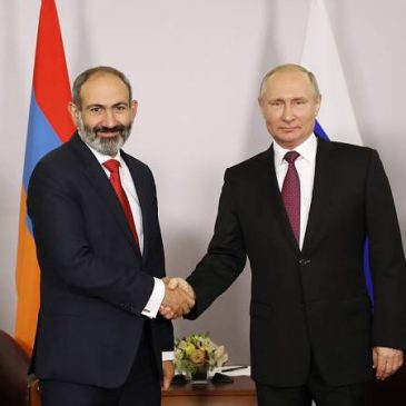 Pashinyan y Putin mantuvieron conversación telefónica