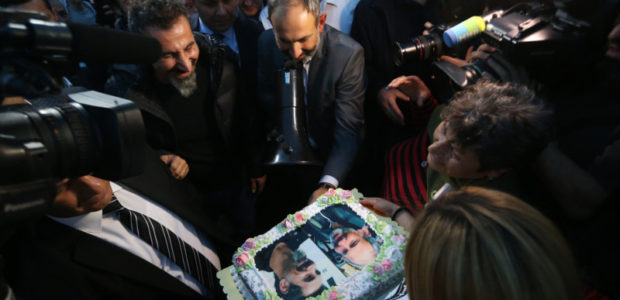 "Serj Tankian hará un documental sobre la ""revolución de terciopelo"" de Armenia"