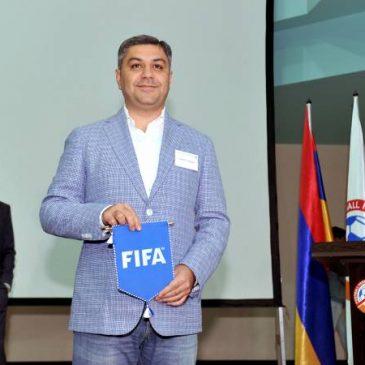 Vanetsyan es el Nuevo presidente de la federación de fútbol de Armenia.