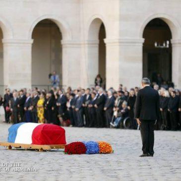 Pashinyan y Macron en el funeral de Estado de Aznavour en París