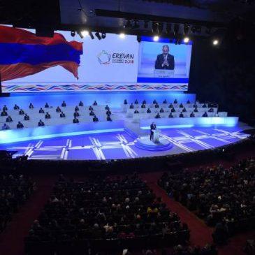La cumbre de la francofonía conmemora a Charles Aznavour
