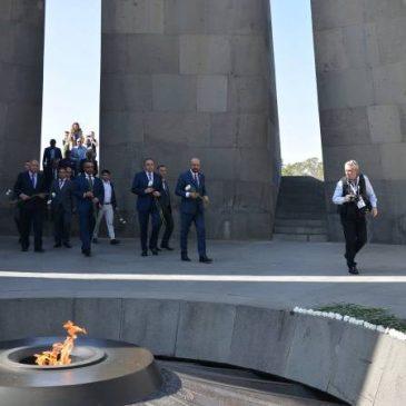 Charles Michel hace historia como el primer primer ministro belga en visitar el memorial del Genocidio Armenio en Yereván