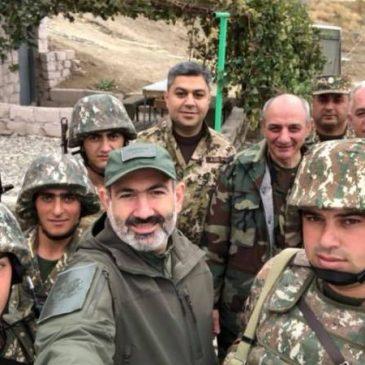 """""""Nuestro nombre es Ejército Armenio"""": Pashinyan, el jefe de inteligencia y el Presidente de Artsakh visitan las tropas"""