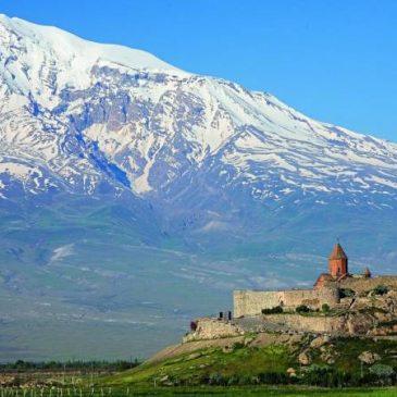 Primera guía de viajes de Armenia en idioma turco publicada en Turquía.