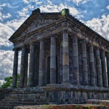 El 21 de marzo se celebra el inicio de la primavera en el templo pagano de Garni