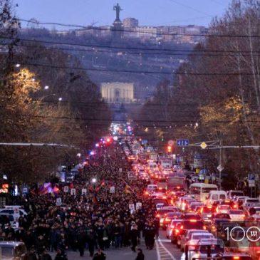 Multitudinaria Marcha en Yerevan en conmemoración del 1 de marzo 2008.