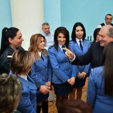 Las mujeres unen belleza, amor y felicidad – Presidente Sarkissian el 8 de marzo, Dia de la Mujer.