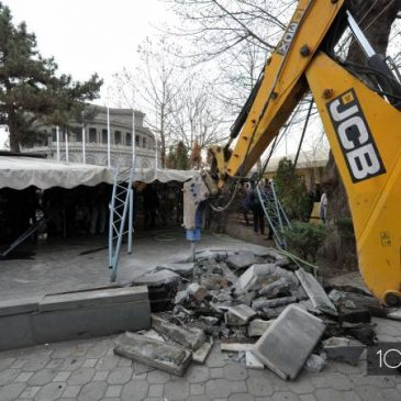 El ayuntamiento de Yereván reanuda el desmantelamiento de los cafés cerca de la Ópera