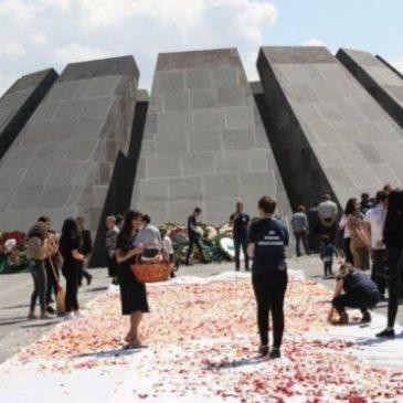 Se llevó a cabo la tradicional recolección de flores en Tsitsernakaberd