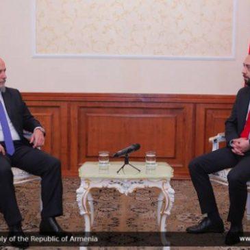 Ararat Mirzoyan recibió al embajador argentino en Armenia
