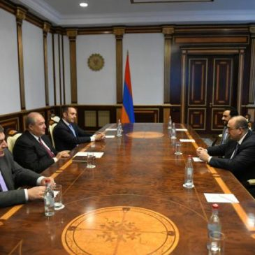 Armenia y Emiratos Árabes planean cooperación en sector de energías renovables
