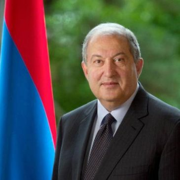 El presidente de Armenia, Armen Sarkissian se dirige a la diáspora
