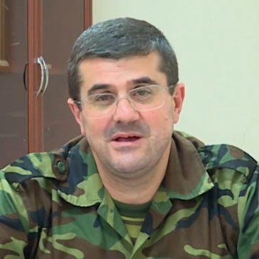 «Las batallas duras y calientes continúan a lo largo de toda la línea de contacto». Arayik Harutyunyan