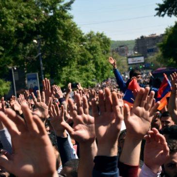Se unen todos los partidos a las protestas y las calles son tomadas nuevamente por la gente