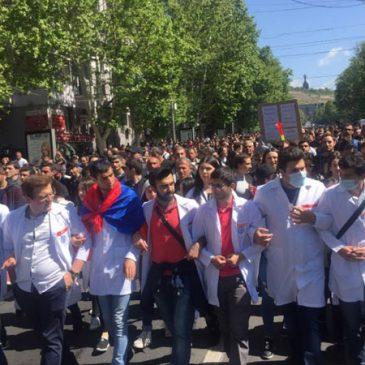 Los estudiantes de las universidades estan de paro y salen a las calles