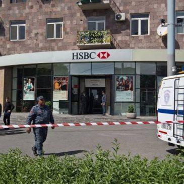 Robo al HSBC de Yerevan.