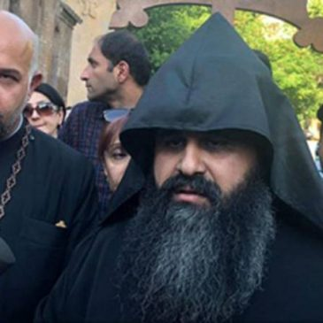 ULTIMO: El Katolikos Garegin II expulsó de le Iglesia al sacerdote que lo criticaba.