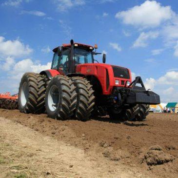Bielorrusia propone lanzamiento de plantas de ensamblaje de elevadores y tractores en Armenia