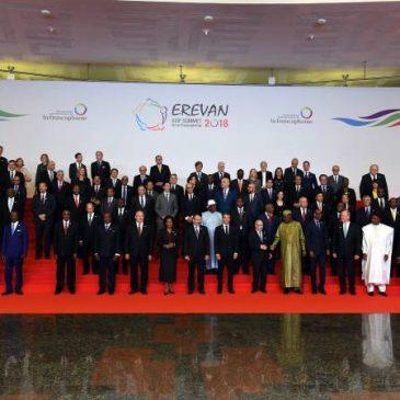 Foto de todos los lideres mundiales en la XVII cumbre de la Francofonía en Yerevan