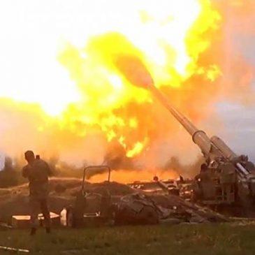Tropas armenias despliegan sistemas de armas pesadas cuando Azerbaiyán dispara lanzadores TOS-1A y Smerch