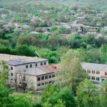 Azerbaiyán bombardea Artsaj con ojiva de racimo » Smerch », matando a un civil